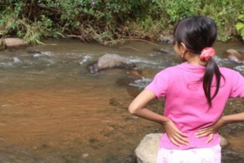 Salah satu isu sosial yang muncul di wilayah daerah aliran sungai (DAS) saat ini adalah rendahnya cakupan penyediaan akses air bersih dan penggunaan sarana sanitasi.