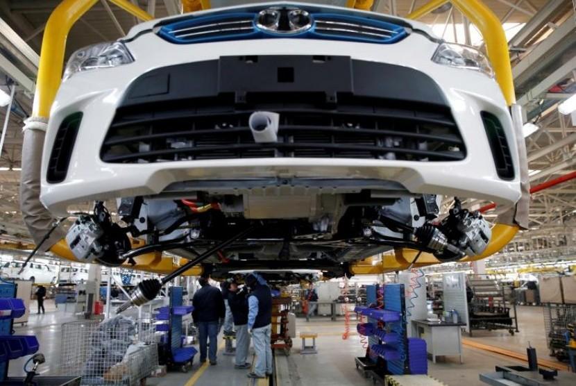 Salah satu kegiatan industri otomotif di Cina