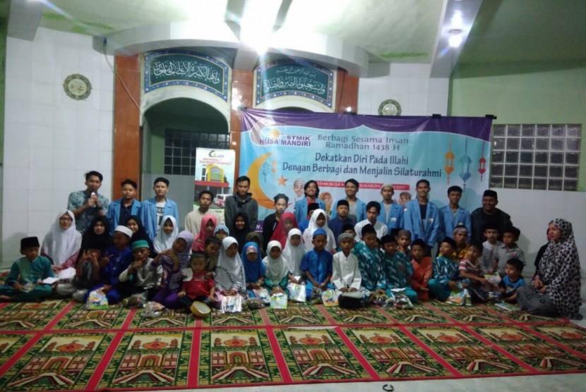 Salah satu kegiatan peduli masyarakat yang diadakan oleh STMIK  Nusa Mandiri.