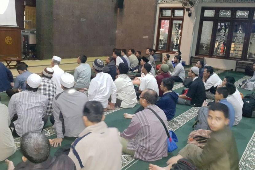 Salah satu kegiatan pengajian yang diadakan di Masjid Alumni IPB Bogor, Jawa Barat.