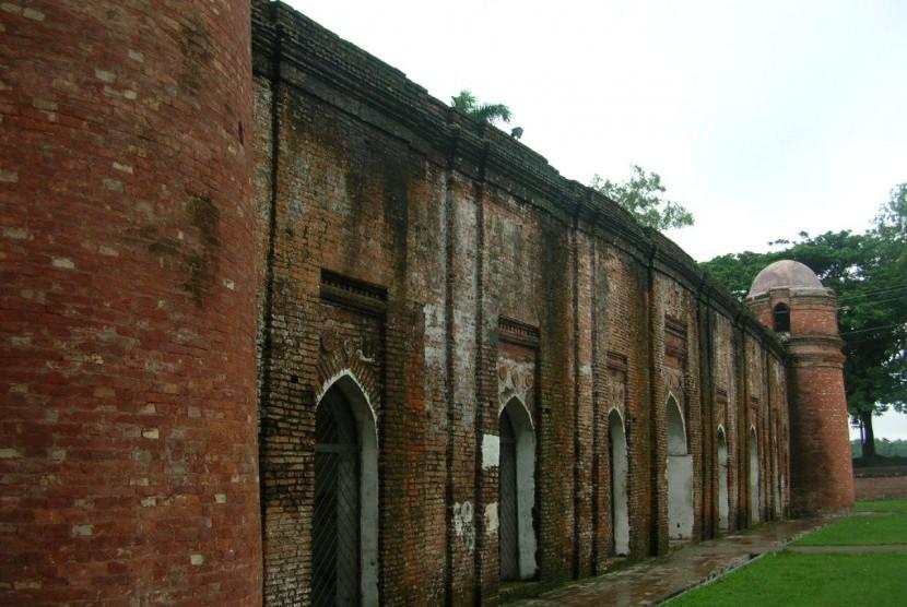 Salah satu masjid di Bagerhat.