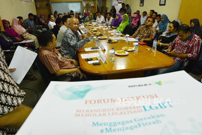 Salah satu panelis dalam diskusi, dr Fidiansyah berbicara dalam Forum Diskusi bertema Merangkul Korban Menolak Legalisasi LGBT yang digelar Republika dan Dompet Dhuafa di kantor Redaksi Republika, Jakarta, Kamis (18/2).