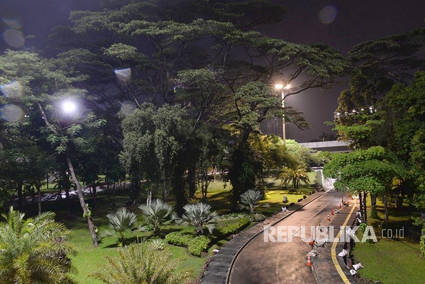 Menikmati Taman Jakarta Di Malam Hari Republika Online
