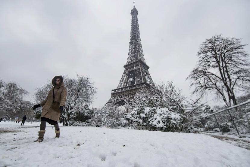 Salju di Kota Paris, (7/2).