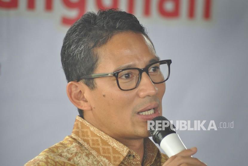 Sandiaga Uno saat bersafari di Kota Semarang, Ahad (15/4). Pada safari ini, ia juga menyapa warga Kota Salatiga bersama cagub Sudirman Said.