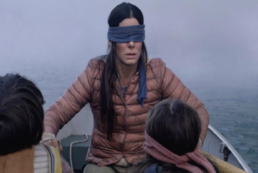 Sandra Bullock berperan dalam film Bird Box