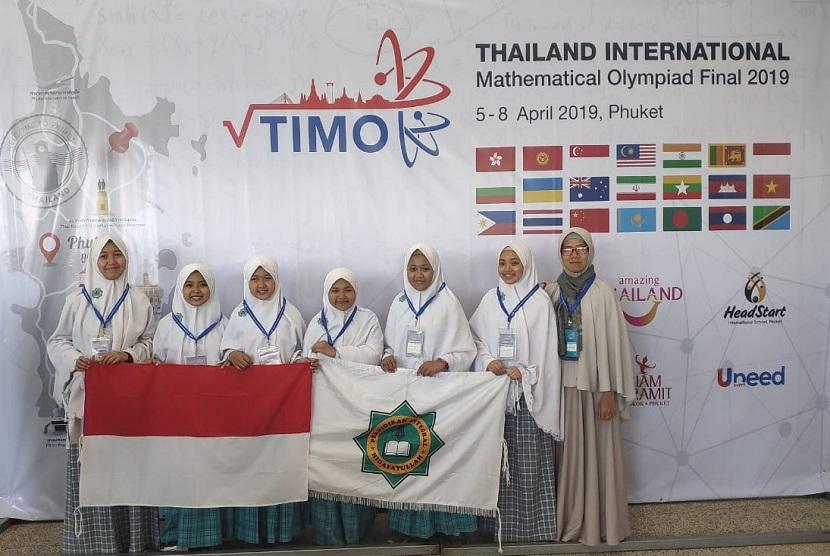 Santri Ar-Rohmah Putri Hidayatullah Malang raih 6 medali olimpiade Matematika di Thailand