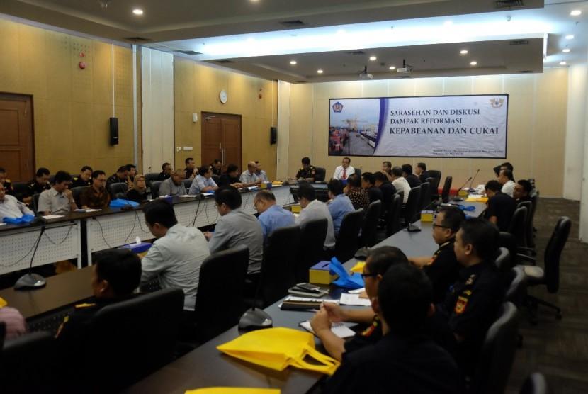 Sarasehan Dampak Program Reformasi Bea Cukai Terhadap Industri Dalam Negeri yang diadakan pada Senin (21/5).
