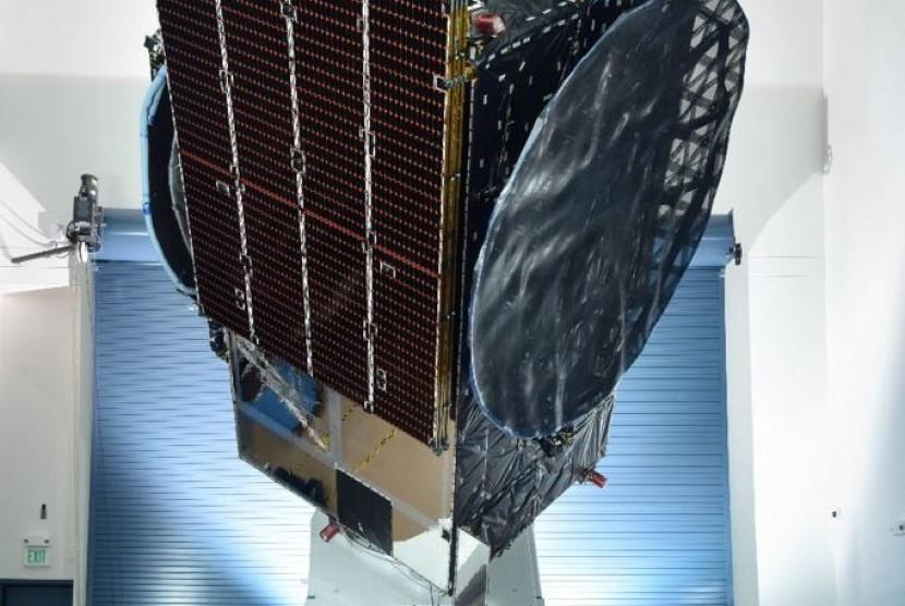 Satelit Merah Putih milik Telkom saat berada di pabrik SSL. Saat ini, satelit sudah berada di lokasi peluncuran SpaceX, Cape Canaveral Air Force Station, Florida. Satelit Merah Putih rencananya akan diluncurkan menuju slot orbit pada 4 Agustus 2018.