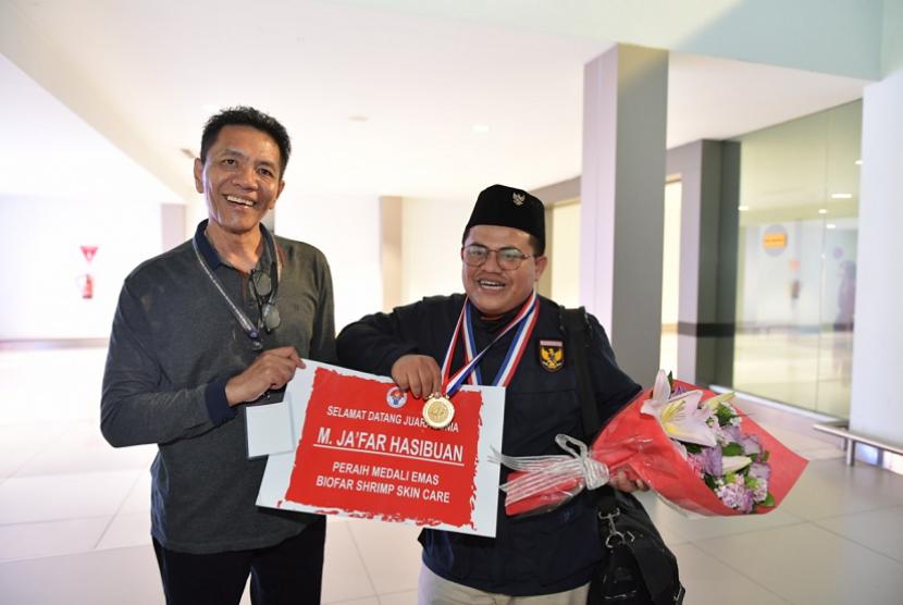 Satu lagi torehan prestasi pemuda Indonesia di pentas dunia terukir. Kali ini adalah pemuda asal Sumetera Utara Muhammad Ja'far Hasibuan yang berhasil membawa pulang medali emas di ajang World Invention Intellectual Property Association (WIIPA) di Shanghai China pada 19-21 April lalu.