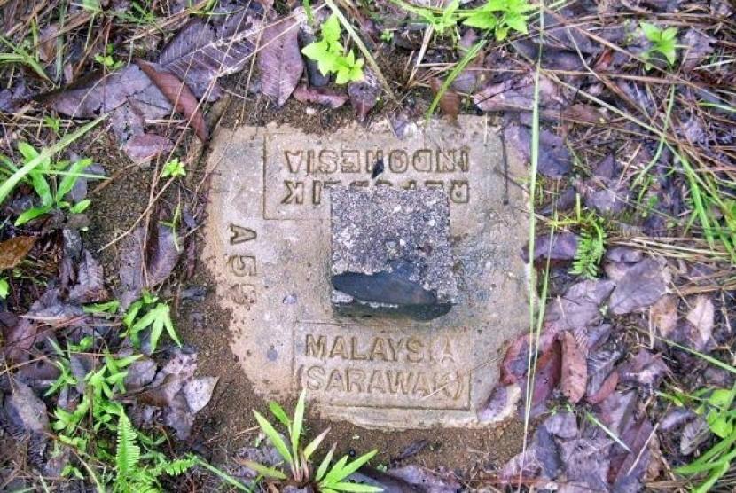 Satu patok perbatasan RI-Malaysia di Hutan dalam kondisi rusak