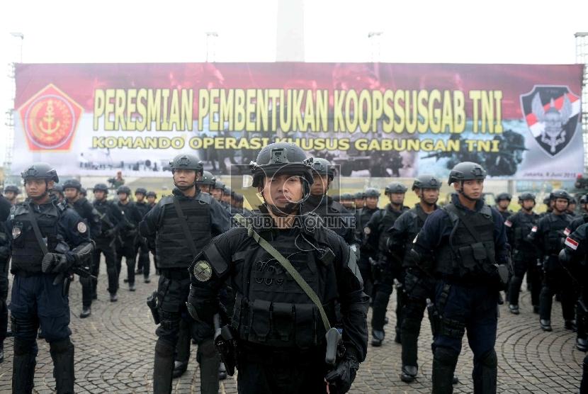 Satuan Pasukan Khusus TNI melakukan upacara peresmian pembentukan Satuan Komando Operasi Pasukan Khusus Gabungan (Koopssusgab) di Lapangan Monas, Jakarta, Selasa (9/6).(Republika/Wihdan Hidayat)