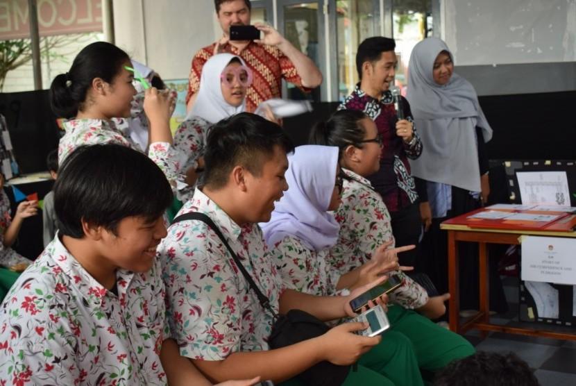 SD, SMP serta SMA Mutiara Harapan Islamic School, sekolah SPK di Tangerang Selatan yang menggunakan kurikulum Cambridge mengeglar Math fair.