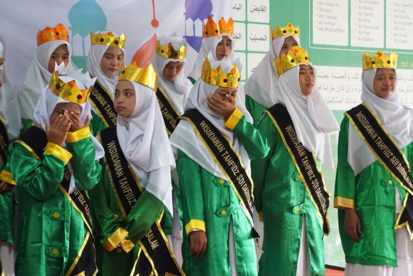 SDI Darussalam 'Sekolah Sang Juara' binaan Rumah Zakat menggelar Wisuda Tahfidz Alquran.