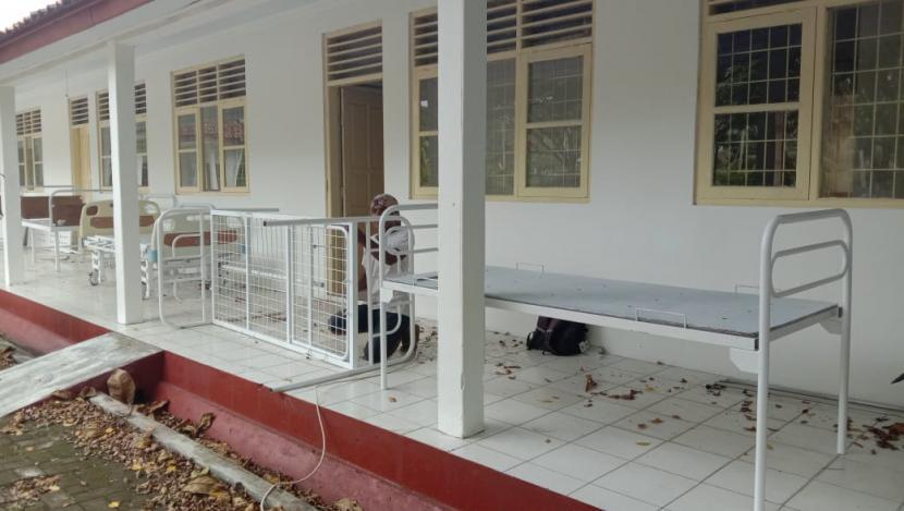 SDN 5 Pananjung di Kecamatan Pangandaran, Kabupaten Pangandaran, disiapkan untuk merawat pasien Covid-19 bergejala ringan.