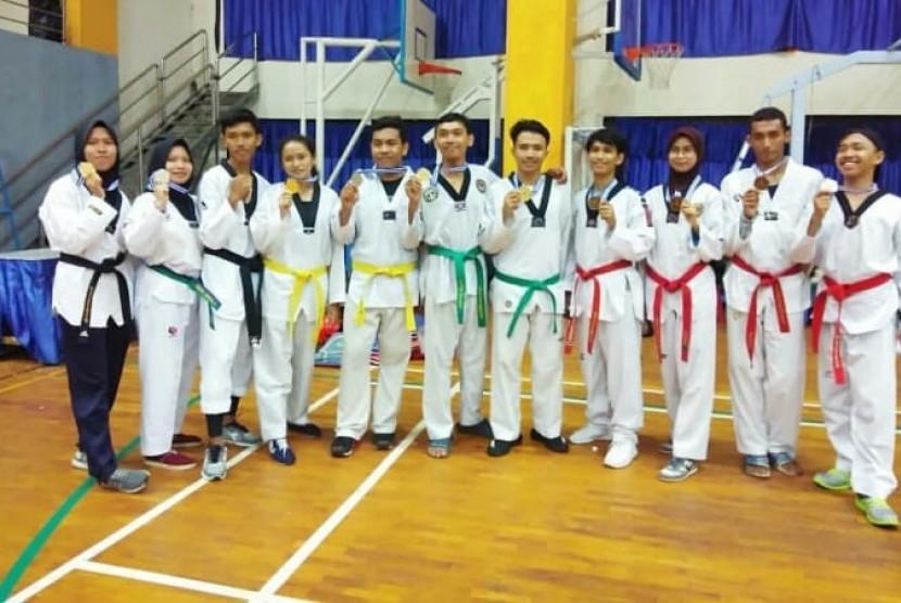 Sebanyak 10 mahasiswa UBSI meraih medali pada kejuaraan Taekwondo Se-DKI Jakarta.