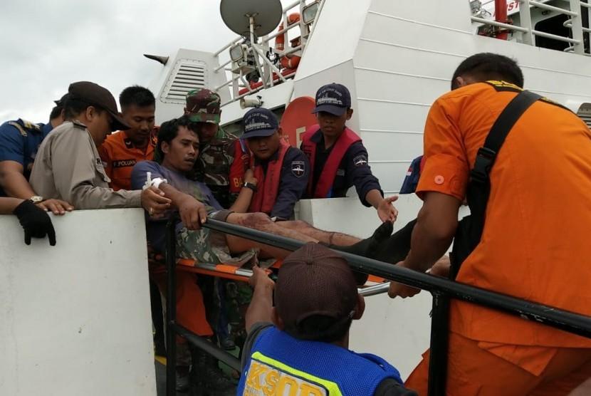 Sebanyak 116 orang pengungsi yang berada di Pulau Sebesi dan Sebuku, berhasil dievakuasi ke pelabuhan Bakauheni oleh Kapal negara Kementerian Perhubungan yaitu kapal patroli KPLP. KNP. Jembio P.215 milik Pangkalan Penjagaan Laut dan Pantai (PLP) Kelas I Tanjung Priok.