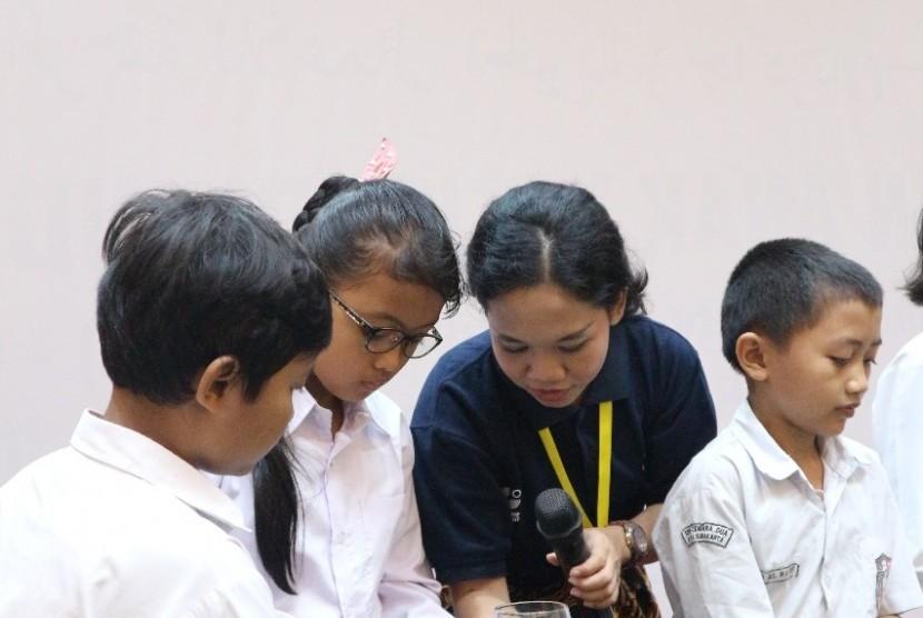 Siswa SD mengikuti kegiatan sains (ilustrasi)