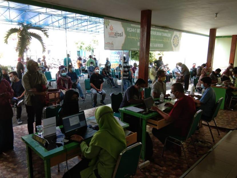 Sebanyak 15 lembaga kemanusiaan (LK) yang tergabung dalam Forum Pengurangan Resiko Bencana Daerah Istimewa Yogyakarta (FPRB DIY) hari ini, Senin(21/6) mengerahkan para relawannya untuk melaksanakan vaksinasi Covid-19. Kegiatan ini dilaksanakan di RS PKU Muhammadiyah Bantul, Yogyakarta didukung sepenuhnya oleh Dinas Kesehatan Kabupaten Bantul bekerjasama dengan MCCC DIY.