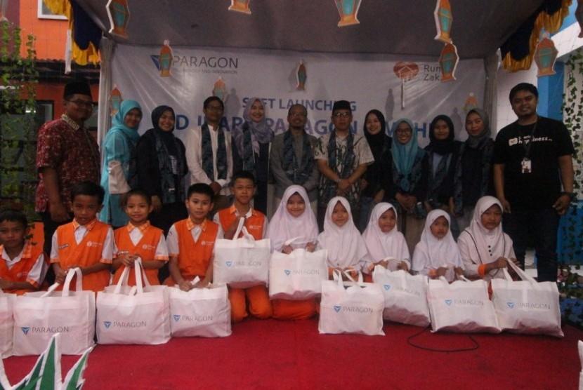 Sebanyak 153 siswa SD Juara Kota Cimahi menerima Paket Kado Lebaran Yatim.