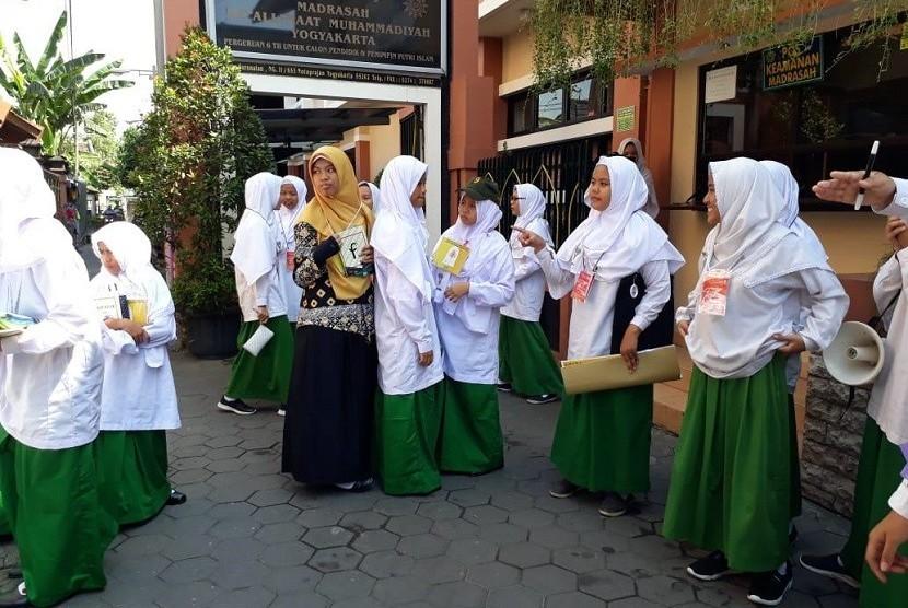 Sebanyak 246 siswa baru Madrasah Mu'allimaat Muhammadiyah Yogyakarta mengikuti Fortasi (Forum Ta'aruf dan Orientasi Siswa) yang berlangsung 8-12 Juli 2018.