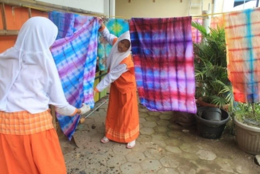 Siswa Sd Juara Yogyakarta Buat Batik Shibori Republika Online