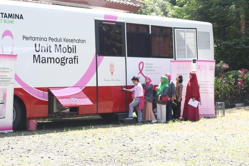 Sebanyak 250 warga IPB mengikuti kegiatan layanan kesehatan gratis yang diadakan oleh Agrianita IPB bekerjas sama dengan BSM.