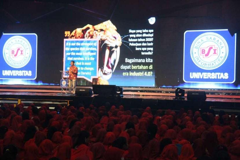 Sebanyak 9 ribu mahasiswa baru Universitas Bina Sarana Informatika (UBSI) mengikuti seminar motivasi.