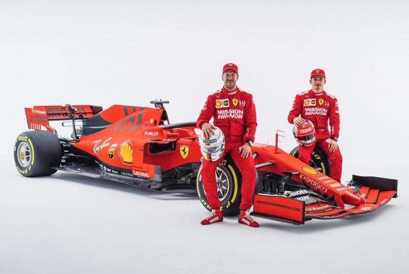Sebastian Vettel dan Charles Leclerc (kanan).