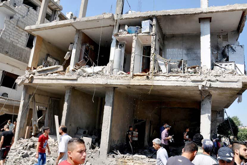 Sebuah bangunan hancur akibat ledakan di Provinsi Homs, Suriah, pada 14 Juni lalu. (ilustrasi)