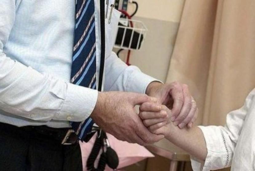 Sebuah kajian baru merekomendasikan dokter mendapatkan bayaran lebih jika kesehatan pasiennya meningkat.