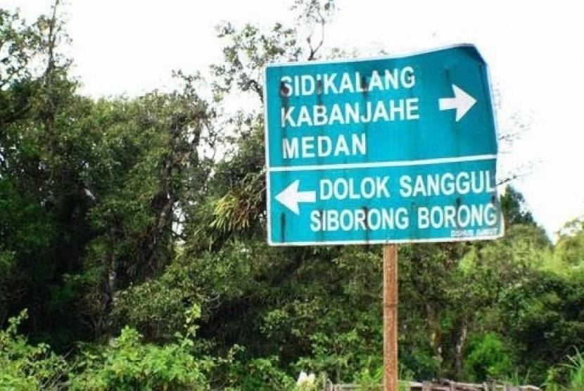 Jalan Lintas Humbahas Taput Macet Tertutup Longsor Republika Online
