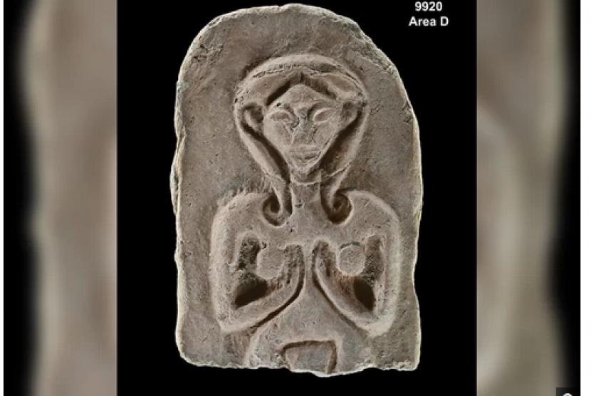 Sebuah scarab dan lima tablet tanah liat dengan ukiran yang terlihat seperti gambar perempuan tanpa busana ditemukan di Rehob.