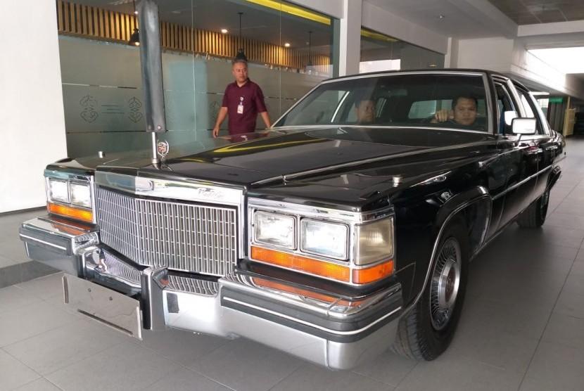 Sedan Cadillac Fleetwood Brougham yang pernah digunakan Presiden Soeharto saat berdinas dalam kurun waktu 1980-1998.