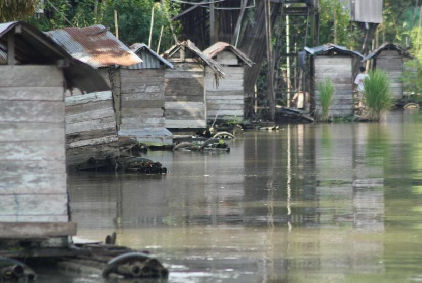 Sederatan Jamban tertambat di Sungai Martapura yang ada di kawasan Kota Martapura, Kabupaten Banjar Kalsel.