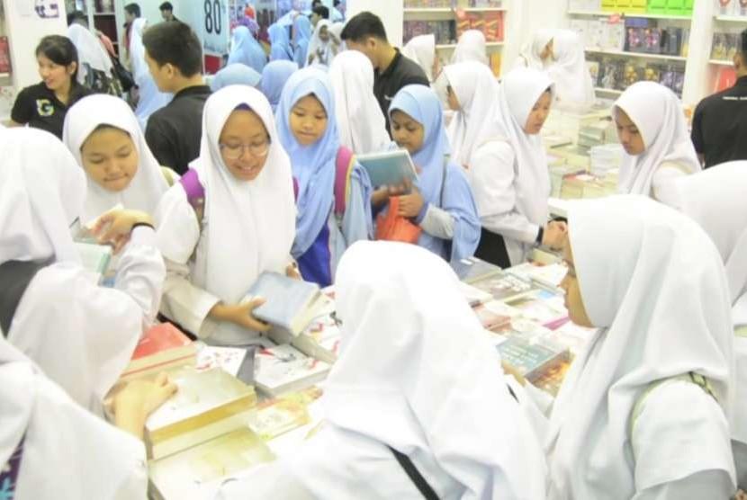 Sejumlah anak saat mengunjungi pameran buku di Jakarta (ilustrasi)
