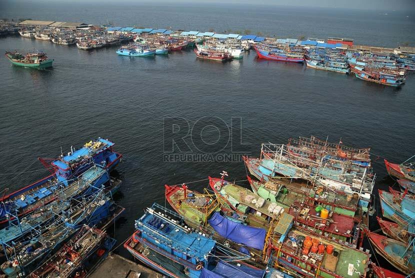 Sejumlah kapal nelayan bersandar di Pelabuhan Perikanan Muara Baru, Jakarta. ilustrasi (Republika/Prayogi)