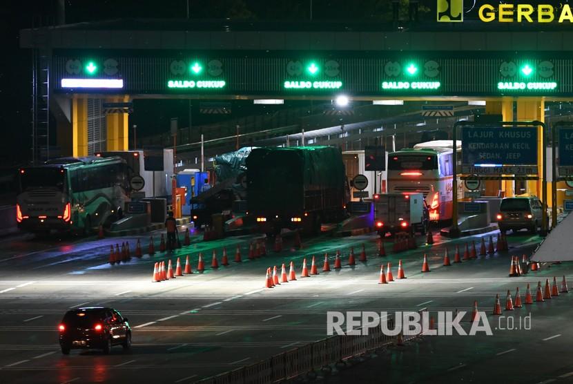 224 496 Kendaraan Tinggalkan Jakarta Via Tol Japek Republika Online