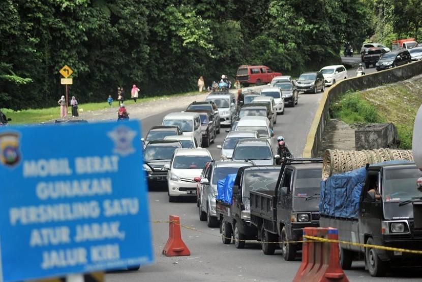 Traffic jam at Padang-Bukittinggi road, Lembah Anai, Tanah Datar, West Sumatra. (Illustration)