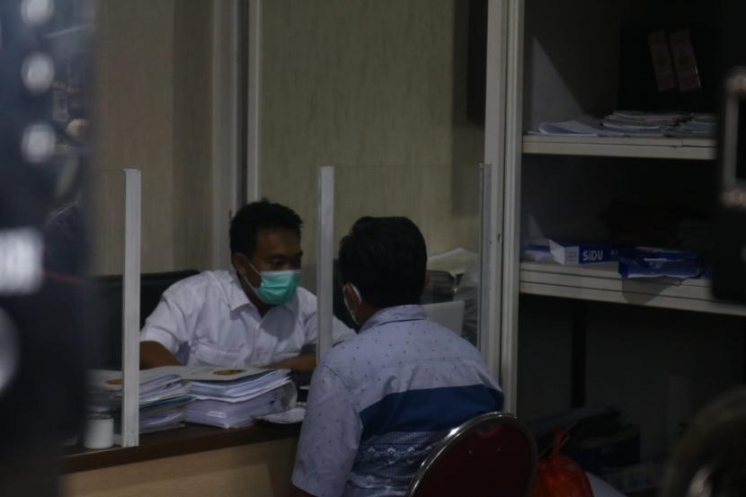 Sejumlah pejabat Pemerintah Kota (Pemkot) Malang menjalani pemeriksaan di Mapolres Malang, Kepanjen, Kamis (23/9).