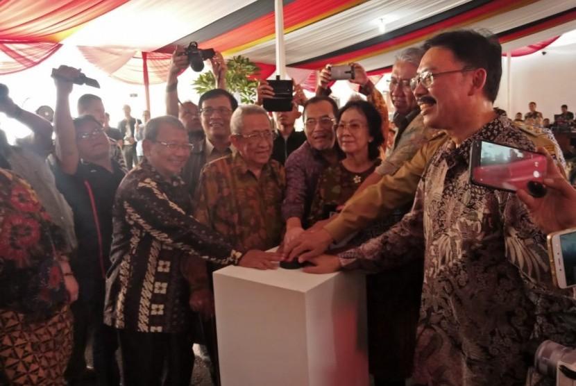 Sejumlah pejabat Kementerian Pertanian bersama jajaran Pemerintah Kota Bogor saat meresmikan Museum Pertanian, di Kota Bogor, Senin (22/4). Museum Pertanian tersebut digadang-gadang sebagai museum pertanian terbesar se-Asia Tenggara.
