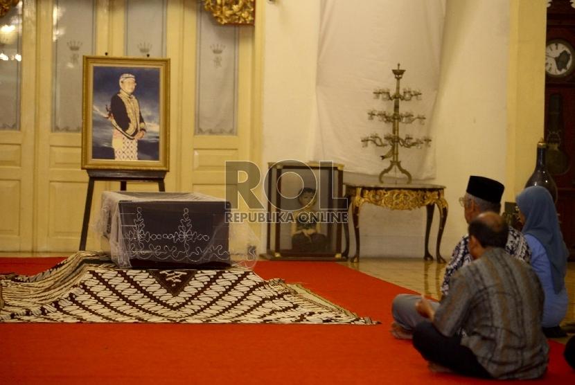 Sultan Antarkan Jenazah PA IX ke Pemakaman | Republika Online