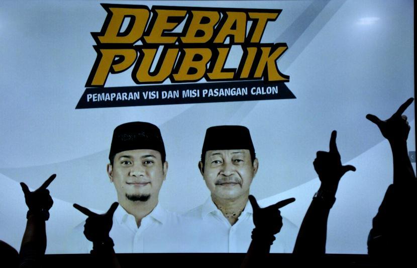 Sejumlah pendukung pasangan calon tunggal Bupati dan Wakil Bupati Gowa Adnan Purichta Ichsan Yasin Limpo dan Abdul Rauf Malaganni Karaeng Kio bersiap menyaksikan debat publik dengan layanan Live Streaming, di Kabupaten Gowa, Sulawesi Selatan (ilustrasi)