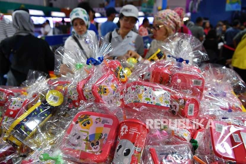 Super Store Asian Games at Bhin-Bhin zone, Gelora Bung Karno, Senayan, Jakarta, Friday (Aug 24).