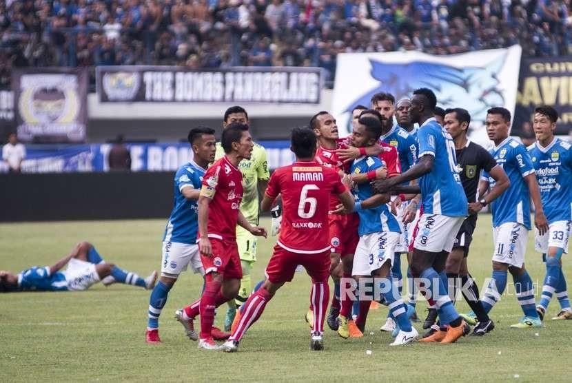 Pertandingan Persib vs Persija. (ilustrasi)