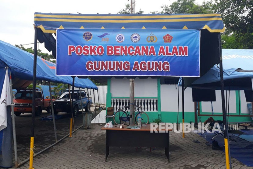 Sejumlah posko pendataan pengungsi erupsi Gunung Agung didirikan Pelabuhan Lembar, Lombok Barat, NTB, mulai dari Dinas Sosial NTB, Polres Lombok Tengah, dan BPBD NTB.