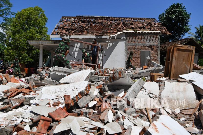 Ikatan Istri BUMN Salurkan Bantuan bagi Korban Gempa Malang (ilustrasi).