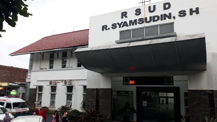 Sejumlah rumah sakit di Kota Sukabumi wajib menyiapkan skenario konversi jumlah tempat tidur untuk penanganan Covid-19 minimal 30 persen dari jumlah tempat tidur. Sebab, keterisian tempat tidur atau bed occupancy rate (BOR) rumah sakit rujukan Covid-19 di Kota Sukabumi telah mencapai di atas 90 persen per hari ini, Kamis (23/6).
