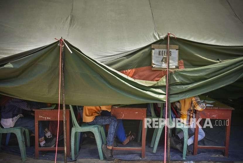 tenda sekolah darurat/ilustrasi