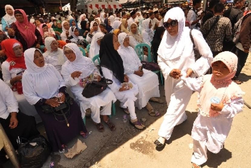 Sejumlah umat Islam mengikuti peringatan Haul Pendiri Alkhairaat di Palu, Sulawesi Tengah.